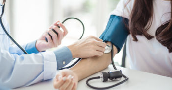 In Deutschland gibt es fast 25 Millionen Betroffene mit Bluthochdruck und viele, die von ihrem Leiden nichts ahnen | Chompoo Suriyo/shutterstock.com